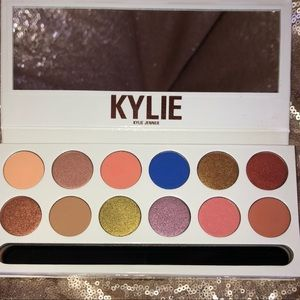 Kylie Cosmetics Makeup - Kylie Cosmetics Royal Peach Palette